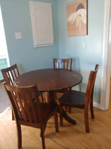 ***Need Gone***Table set with 4 chairs