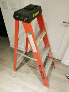 Featherlite Fiberglass 4' Ladder