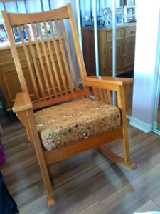 Rocking Chair / Chaise Bercante $25.00 / Irene 450 581 7838