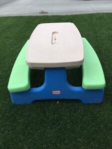 Kids collapsible table