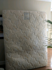 FREE QUEEN SIZE CHIROPRACTIC POCKET COIL MATRESS - MUST PICKUP