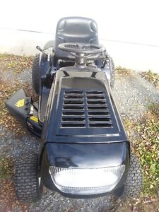 Yard Machines 14.5 HP Lawn Tractor for Sale 2016 Cornwall Ontario image 6