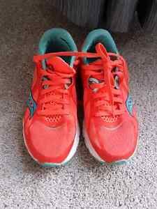 Saucony running shoes like new