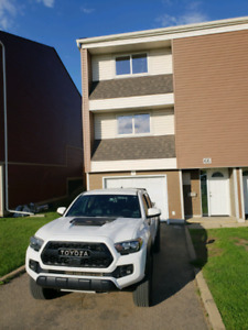 Beautiful 3 Bedroom, 1.5 Bathroom Thickwood Townhouse for Rent