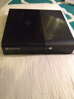 Xbox 360 slim, 2 controllers, 32 games, headset, battery charger
