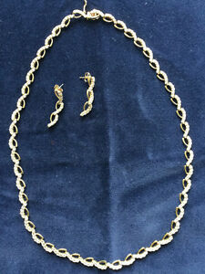 Exquisite gold & diamond collar and earrings set