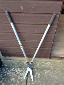 Fiskars long handled lawn shears