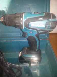Makita 18v lithium ion drill with 2 batteries