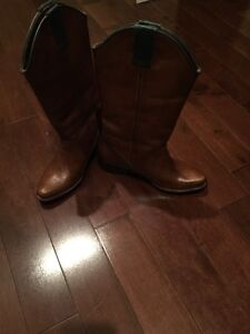 Women's boots new size 6