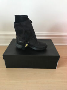 Woman's Nike gatter boot (retail $330)