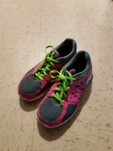 Used (Women's) Running Shoes