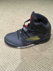 Like New Jordan 5's Raging Bulls pack Size 8.5