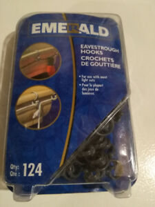 NEW IN BOX!  PACKAGE OF 124 OUTDOOR LIGHT HOOKS .