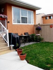 ***3 BEDROOM IN CLAIRVIEW...MOVE IN 1 FEBRUARY***