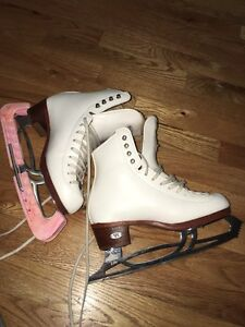 Riedell size 4 Figure Skates w/ jumping blades
