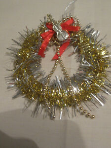 GORGEOUS 6-in. GLITTERY HANGING TINSEL WREATH with Violin