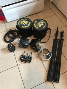 2 Alien Bee Strobes/Light stands/Pocket wizards