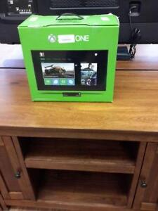 *** USED *** MICROSOFT XB1 GEARS OF WAR BUNDLE   S/N:6951552548   #STORE550