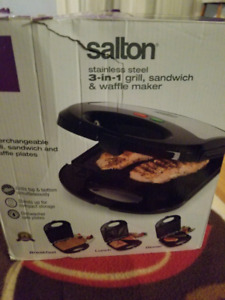 Salton 3 in 1 grill, sandwich and waffle maker for sale