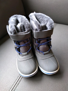 Toddler Boys NEW Winter Boots Size 9