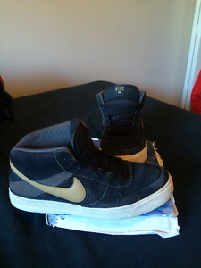 2 Pairs of Very Gently used Nikes