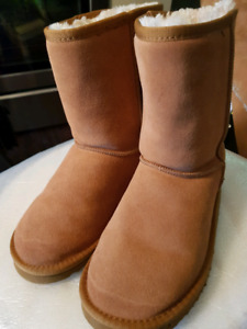 UGG Boots Womens Size 8 fits Size 7 Like New