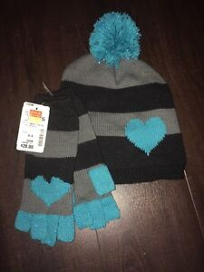 BNWT Matching winter hat and gloves