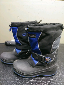 Boys size 4 Winter boots