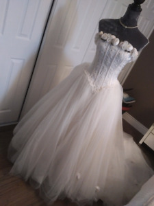 Wedding gown size 6 ish