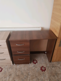 Desk in perfect condition 3 drawers