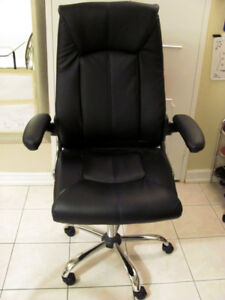 Excellent condition full size office chair (black swivel handre