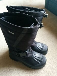 New thinsulate Men's winter boots size 10. Non smoking home.