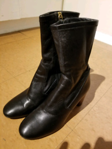 VINCE CAMUTO leather ankle high boots size 8.5