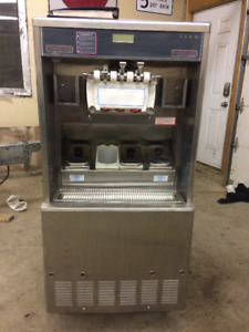 TAYLOR  8784HT-33 ICE CREAM MACHINE
