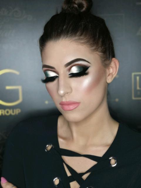 Professional Mobile Hair & Makeup Artist to Your Door