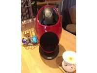 De'Longhi Dolce Gusto Coffee Machine - Red