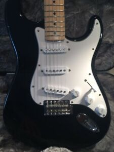 *HD VID Fender Strat in Gloss Black w Maple neck new condition