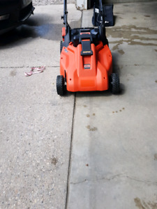 Black and Decker buttery lawn mower