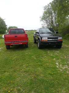 1999 Chevrolet S-10 zr2 4x4 with parts truck!! THAT'S 2 TRUCKS !