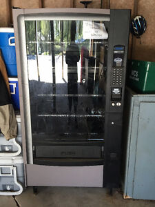 Vending Machine - Snacks only - very clean and pristine conditio