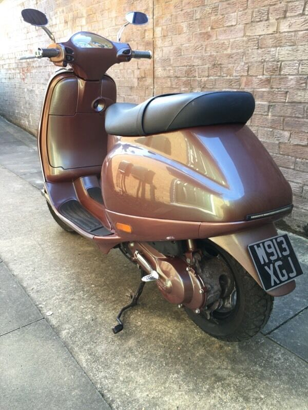 vespa et2 50cc custom body paint in watford. Black Bedroom Furniture Sets. Home Design Ideas