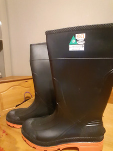 BRAND NEW Steel toe rubber boots