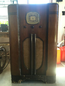 Antique RCA Victory radio~great shape & works!