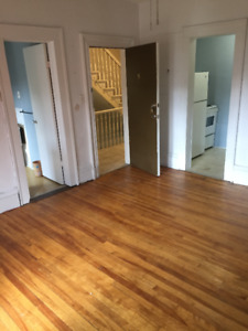 ALL UTILITIES BACHELOR APARTMENT DOWNTOWN CLOSE TO SMU, IWK & VG