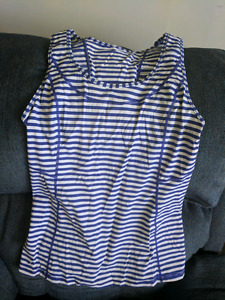 Lululemon blue and white top