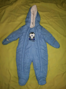** Baby boy snow suit good condition 3-6 months.