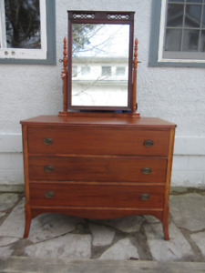Attractive Antique (c1940) Mahogany Dresser with Mirror