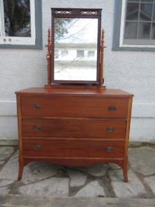 Attractive Antique (c1940) Mahogany Dresser with Mirror