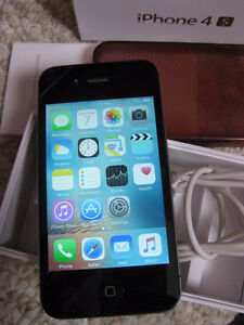 ROGERS iPhone 4S black - 16GB - works like new