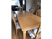 Oak table with 6 chairs excellent condition